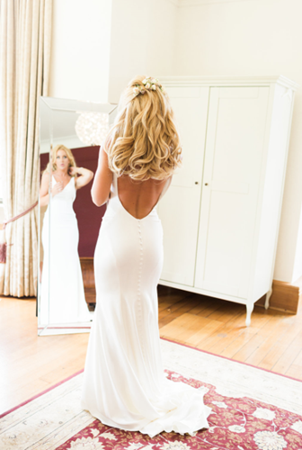 Bridal-Preparations-in-our-Bridal-Suite-at-Coombe-Lodge