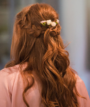 Bridesmaid-hairstyle-at-Coombe-Lodge
